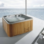 Hot tub spa with thermostatic system